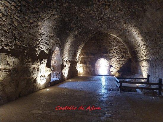Il fascino del castello tra ombre e luci