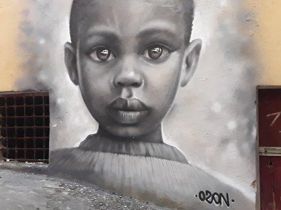 Диаманте, Италия: Foto em de um mural em uma casa de Diamante. A cada passo se defronta com pinturas maravilhosas nas casas.