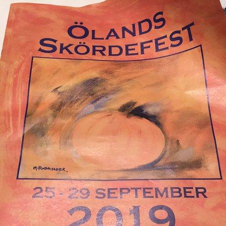 Gronhogen, Suecia: Under vecka 39 då är det skördefest på Öland. Vi hyrde stuga på södra delen av ön. Grönhögen. Det var en bra ide då det fanns mycket att se och handla.  Ett besök i Eriksöre by var ett bra sätt att handla närodlat.
