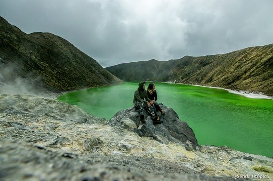Laguna verde, ubicada en Tuquerres -  Nariño - Colombia, Considerada como una de las lagunas más bellas del mundo, la Laguna Verde está ubicada a 3900 m.s.n.m. y su temperatura promedio es de 8°C. El agua es tibia y en algunas partes casi herviente como consecuencia de la salida de vapores.