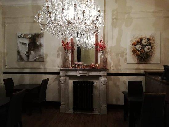 Scherpenheuvel, België: Ons vernieuwde interieur in herstsfeer, kom lekker proeven van onze wildsuggesties! Trio van Wild - Wildragôut van hert - Eendeborst 'Orange - Vegetarische ragôut van bospaddestoelen en sojascheuten!