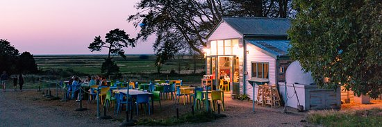 Wiveton, UK: Tapas nights available during the summer months with live guitar music and sunsets over the marshes.