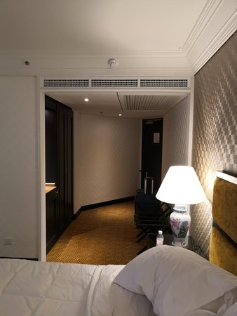 Superb location, reasonable price, great quality food but the hotel is old