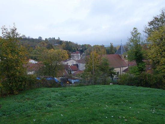 Burey-en-Vaux, فرنسا: La propriété domine le village de Burey-en-Vaux