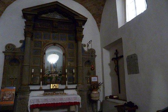 Montemerano, อิตาลี: Interni della chiesa