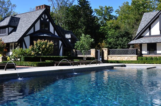 Hunting Valley, OH: Landscape architecture, outdoor living, residential design.