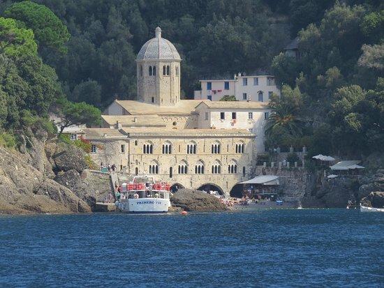 Camogli, Italy: Uno dei luoghi più belli d'#Italia! Arrivarci dal mare....poi che esperienza #Liguria #Italia