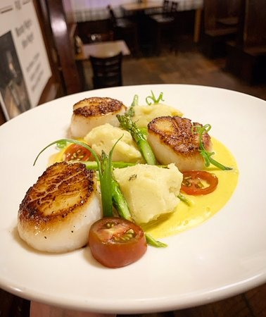 This Week's Fresh Catch is Seared Scallops!  Three pan seared Scallops with butternut squash puree, house potato, asparagus, and manchego cheese with green onions