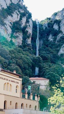 Macizo de Montserrat, España: Cogwheel train in Montserrat, Yikes!!!!