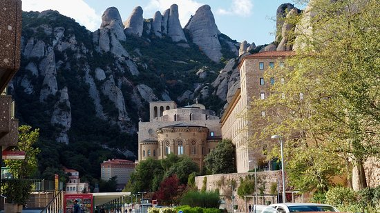 Macizo de Montserrat, España: Montserrat and Monastery set high on top of a mountain over 3,000 ft. outside Barcelona a not to miss on your tours.  Try and get there for the boys choir and organ music. Check for the days and time with your tour guide.