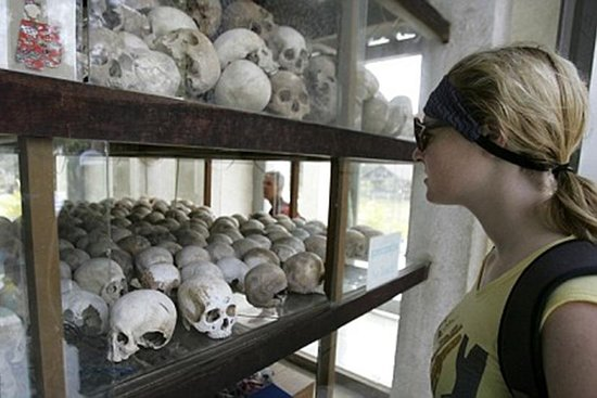 The Killing field and Toul Sleng genocide museum S21 Tour