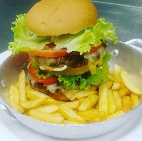Nao-Me-Toque: Double Burguer (duas carnes de hamburguer, maionese de ervas, queijo, salada e batata frita)