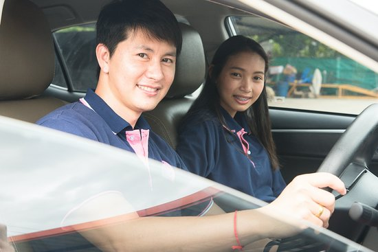 Nong Pa Khrang, Tailandia: CMWONDERTOUR รถเช่าเชียงใหม่ ท่องเที่ยว ทัวร์ ห้องพัก ติดต่อเรา CMWONDERTOUR บริการที่คุณจะประทับใจ