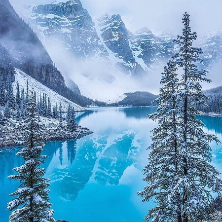 ‪كندا: Winter wonderland at Moraine Lake ❄💙 . IG 📷:@swissclick_photography . FOLLOW👉@mustdotravels FOLLOW👉@mustdotravels FOLLOW👉@mustdotravels .  ____________________________________ 🔛TURN POST NOTIFICATIONS ON .‬