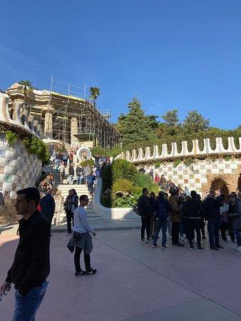 Entrada al parque Güell con visita panorámica a la Casa Batlló y La Pedrera: Park Guell beautiful