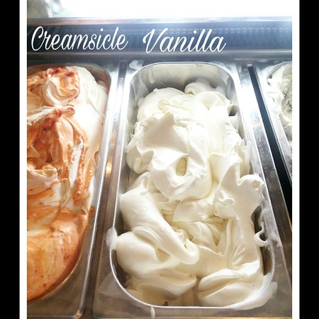 Ahhh ..nothing better than the melt in your mouth taste of creamy gelato to enjoy the moment!  Chef Marco just made a fresh batch of Bear Mountain Pizza & Cafe's Famous Vanilla Gelato 😊  #bearmtnpizza #bearmountain #westpoint #usma #ILOVENY #littleitalyinthehudsonvalley  #thingstodointhehudsonvalley #goarmy #football #events #catering #tours