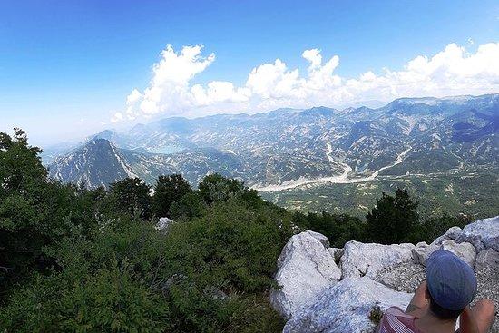 Excursión a pie por la montaña Dajti...