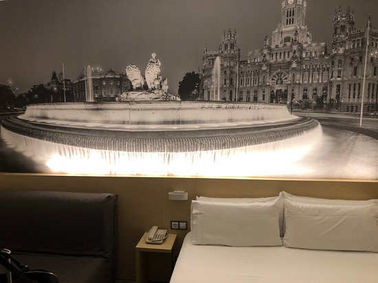 B&B Hotel Madrid Aeropuerto T1 T2 T3: cool decor