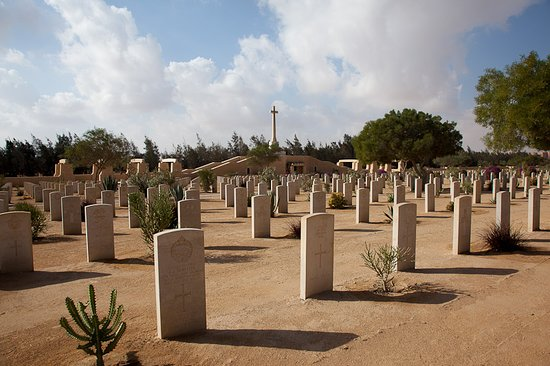 Al Alamayn, Египет: EL ALAMEIN WAR CEMETERY contains the graves of men who died at all stages of the Western Desert campaigns, brought in from a wide area, but especially those who died in the Battle of El Alamein at the end of October 1942 and in the period immediately before that.  https://www.excursions.com.eg/EgyptBlog/Details/68?title=WW%20II%20Cemeteries%20alamein
