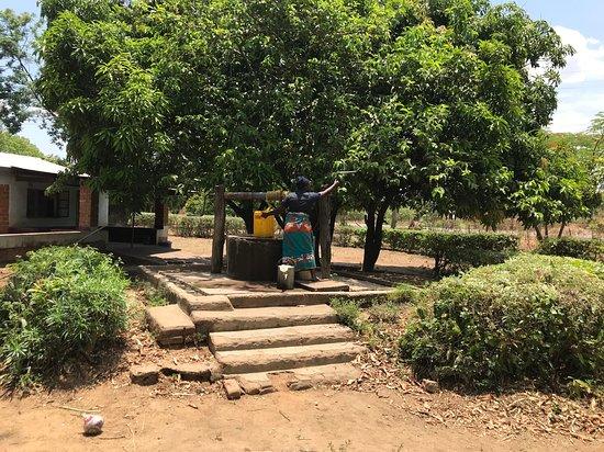 Katete, Zambia: Fetching water in Tikondane