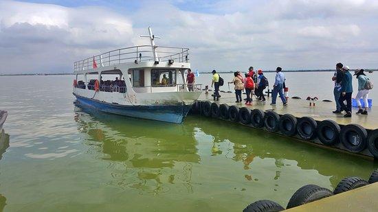 Pingluo County, Kina: Taking boat back to Park area