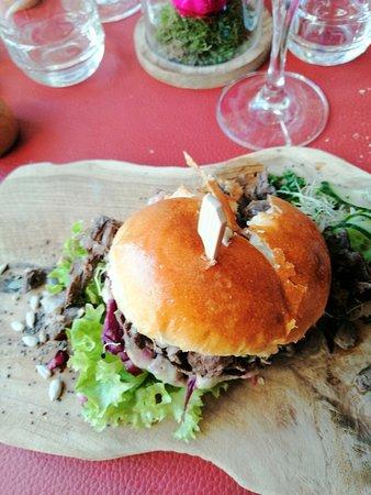 Burger de marcassin confit,choux rouge ......
