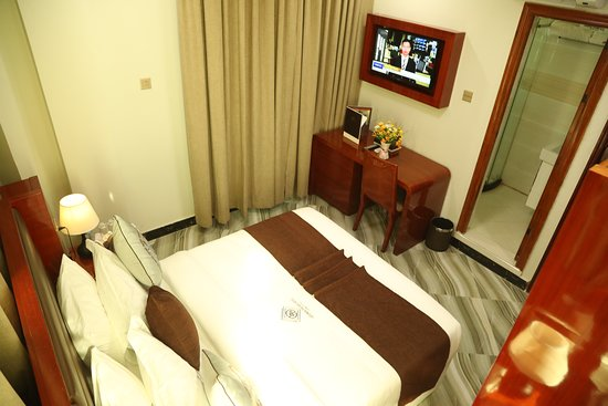Dar Es Salaam Region, แทนซาเนีย: All room, hairdryers, safe, tea/coffee making facilities, a room has large, comfortable beds with crisp white linens, large screen TV's, bath tabs, WIFI Internet access.