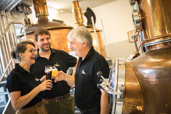 Gaming, Austria: Spaß beim Brauen haben wir, das Team verkostet gutes Bier. fotocredit theo kust