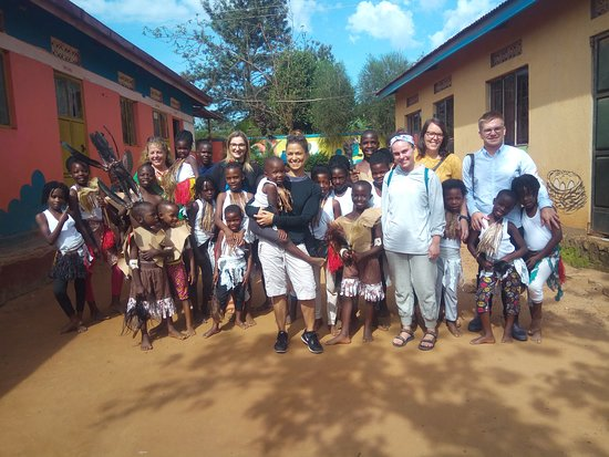 Kasangati, Уганда: Volunteers at Saint Ann Foundation welcomed by the needy children Saint Ann Foundation takes care off. Its was after performing for them to receive a warm welcome at the foundation and in Uganda.