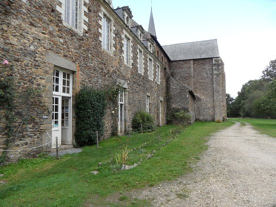 Olivet, France: The front of the Abbaye.
