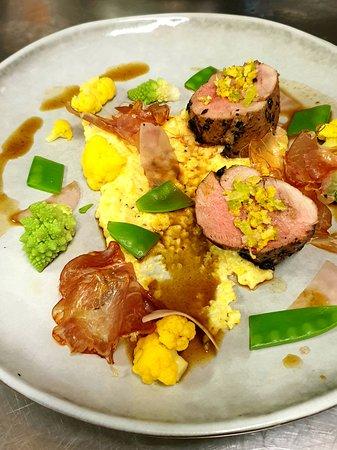 Filet Mignon de Porc, variation de légumes, polenta crémeuse et jus à l'arabica
