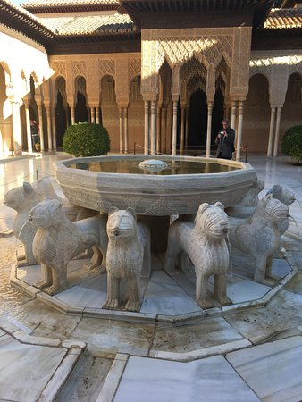 Alhambra and Generalife Premium-group Guided Tour ภาพ
