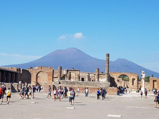 Tour of Naples by MCS Italia - Tours