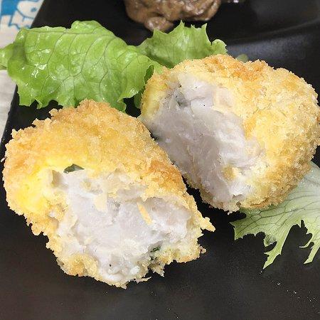 手作りお通し  里芋のコロッケ  令和元年12月の月曜日は営業します。  熊本 水前寺 居酒屋 JAZZ酒場かっぱは手作りお通しから始まりお酒がすすむ美味しい希少部位の肉!肉!肉!、焼き鳥、季節料理をつまみにヴィンテージオーディオから50000曲ものJAZZがランダムに流れる空間です。  https://www.thriving-fujino.com/jazz_sakaba/