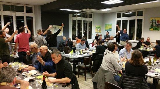Ars-sur-Formans, ฝรั่งเศส: repas conviviale avec les sportifs du WE...