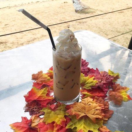 TuRe Cafe: Iced Pumpkin Pie Latte