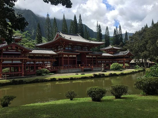 North Shore Island Tour: The temple is a replica of one that is centuries old in Japan