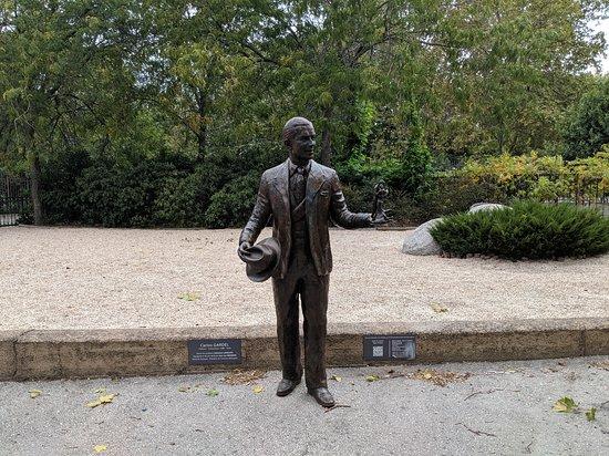 Statue Carlos Gardel