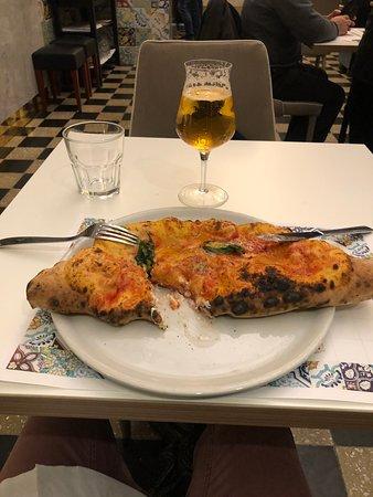 la pizza di tradizione, con una spruzzata di pecorino, non entusiasma
