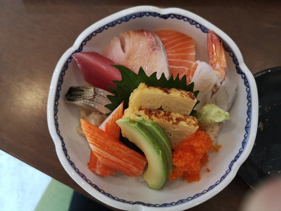 Провинция Нонтхабури, Таиланд: ข้าวหน้าปลาดิบรวมร้านคับโปะ999 เป็นอาหารญี่ปุ่นเล็กๆ อาหารสดคุณภาพดีมากเหมาะสมกับราคา