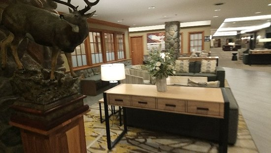Eingangsbereich Flur Picture Of Coast Canmore Hotel Conference Centre Tripadvisor