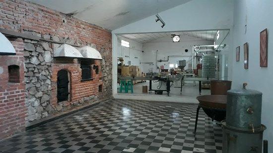 Estancia El Rosario: Interior del establecimiento, se ve la fábrica