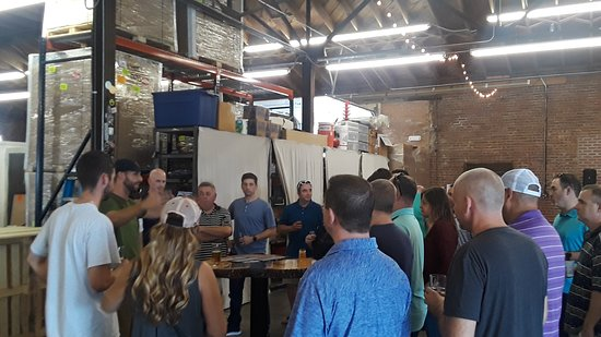 Pearl Brewery Tours : Ryan telling a group what makes Cabin Boys special