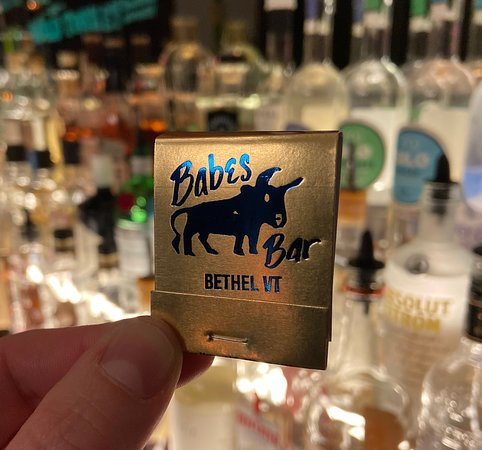 Bethel, เวอร์มอนต์: Matches are always available and always complimentary at Babes Bar.