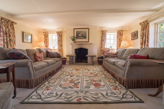 Heath Farm Holiday Home Ropsley.  Luxurious country holiday home with 9 bed rooms 8 bathrooms and a grand dining room for the whole family