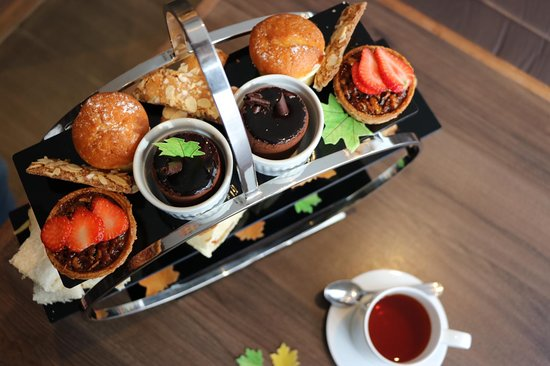 AC Hotel by Marriott Birmingham: Afternoon Tea served in the AC Lounge is the perfect treat.