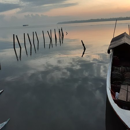 Batulicin, Индонезия: Nice beach near Masjid Nurul Huda