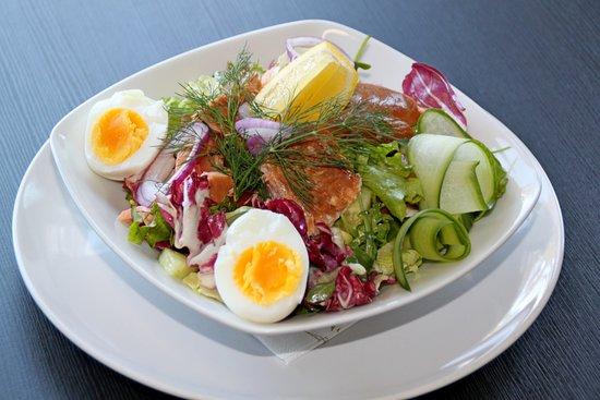 Luumaki, פינלנד: Салат с лососем