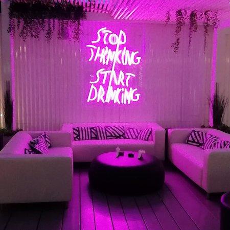Etoile lounge bar
