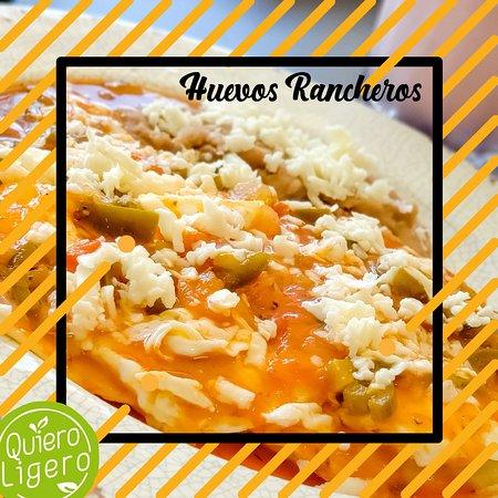 Nuevo Casas Grandes, Meksiko: Deliciosos huevos rancheros, acompañados de frijolitos con queso. ¡Ven y por los tuyos! : D